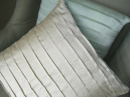 Pintuck Pillows with free pattern by The Long Thread