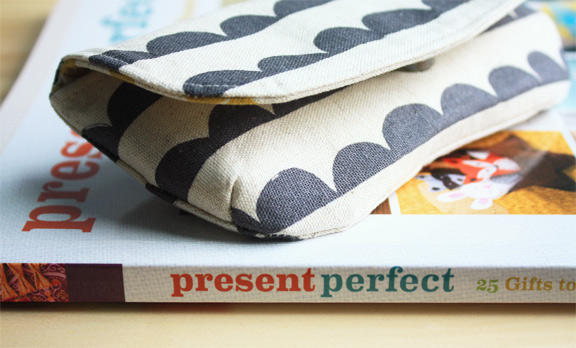 present-perfect-eyeglass-case