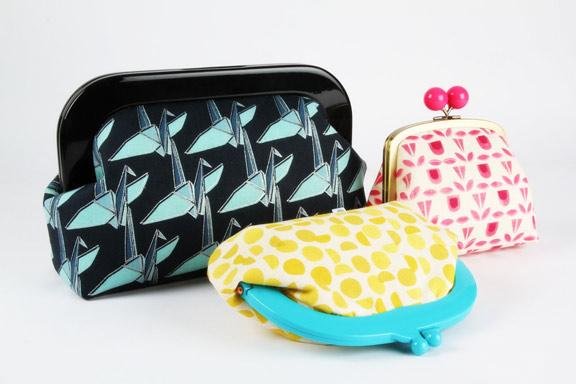 monochrome-purses